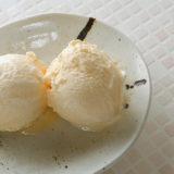 基本のあっさりバニラアイスクリームのレシピと作り方を紹介する記事のタイトル画像